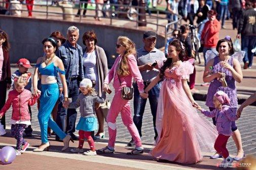 Благотворительный «Парад сказочных героев» в Калининграде